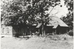 01.Koolimaja Vaidasoo külas (Vaida endine koolimaja, HMK _ F 5907, Harjumaa Muuseum, http://muis.ee/museaalview/1431352).